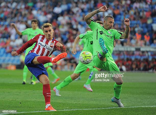 Antoine Greizmann of Club Atletico de Madrid scores his team's opening goal during the La Liga match between Atletico de Madrid and Getafe at Vicente...