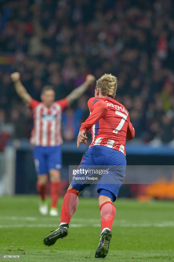 Antoine Griezman of Atletico of Atletico Madrid celebrates after scoring the first goal of his team during a match between Atletico Madrid and AS Roma as part of the UEFA Champions League at Wanda Metropolitano Stadium on November 22, 2017 in Madrid, Spain.