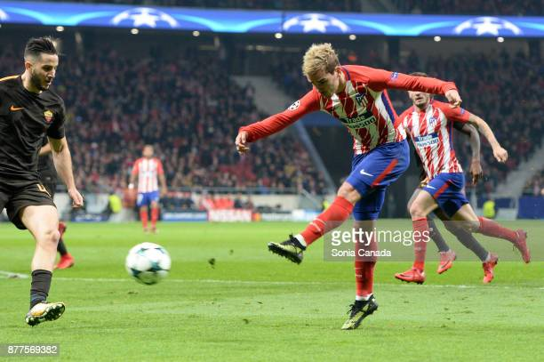 Antoine Griezmann #7 of Atletico de Madrid during the UEFA Champions League group C match between Club Atletico de Madrid and AS Roma at Wanda...