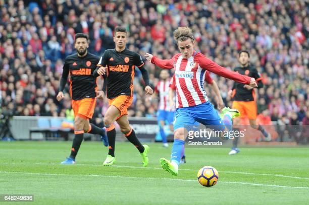 Antoine Griezmann #7 of Atletico de Madrid scores to make it 10 during The La Liga match between Atletico Madrid v Valencia CF at Vicente Calderon on...