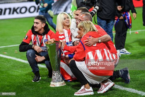 Antoine Griezmann celebrates the victory with his family during the Europa League Final match between Marseille and Atletico Madrid at Groupama...