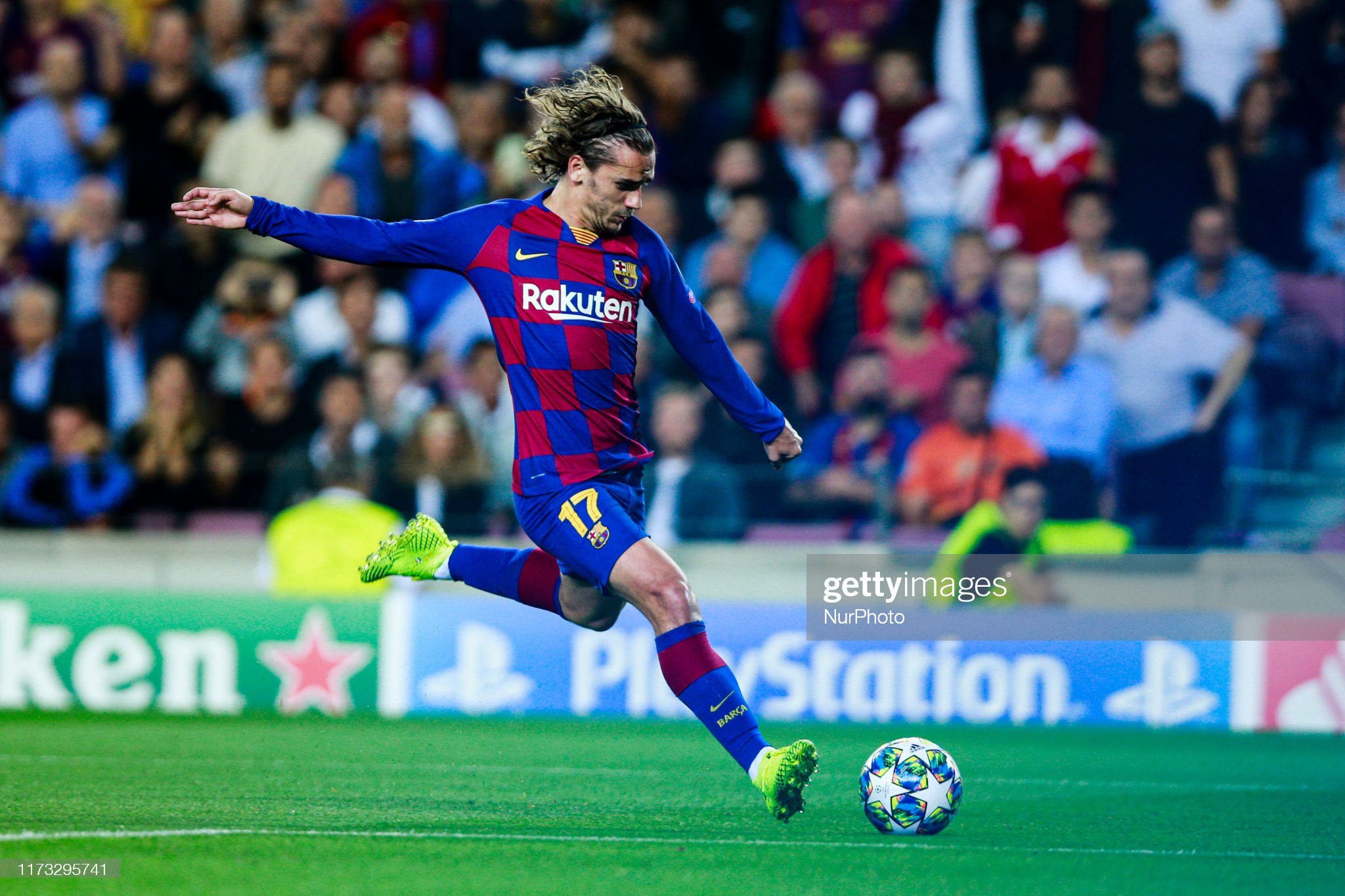 صور مباراة : برشلونة - إنتر 2-1 ( 02-10-2019 )  Antoine-griezmann-from-france-of-fc-barcelona-during-the-uefa-league-picture-id1173295741?s=2048x2048