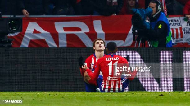 Antoine Griezmann of Atletico de Madrid celebrates his goal with team mates during the Group A match of the UEFA Champions League between Club...