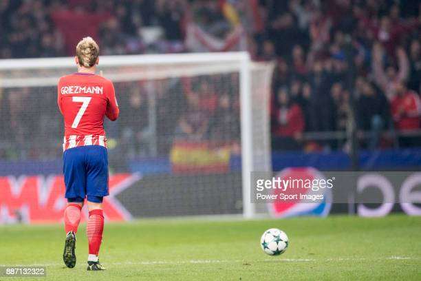 Antoine Griezmann of Atletico de Madrid cerebrating after score a goal during the UEFA Champions League 201718 match between Atletico de Madrid and...