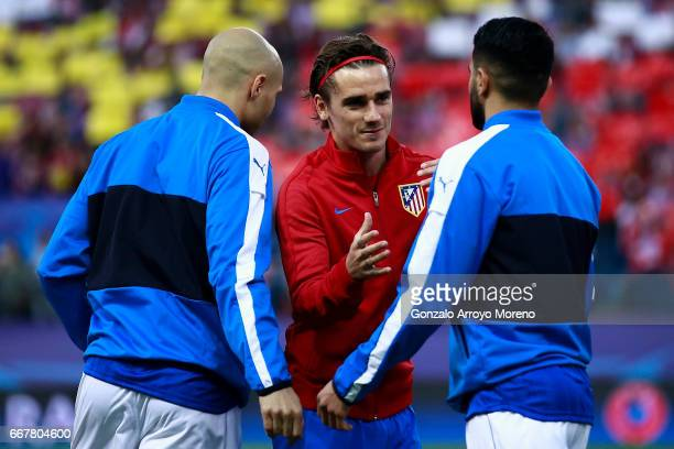 Antoine Griezmann of Atletico de Madrid clashes hands with Riyad Mahrez of Leicester City FC and his teammate Yohan Benalouane prior to start the...