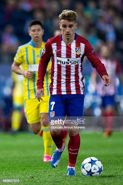 Antoine Griezmann of Atletico de Madrid controls the ball during the UEFA Champions League Group C match between Club Atletico de Madrid and FC...