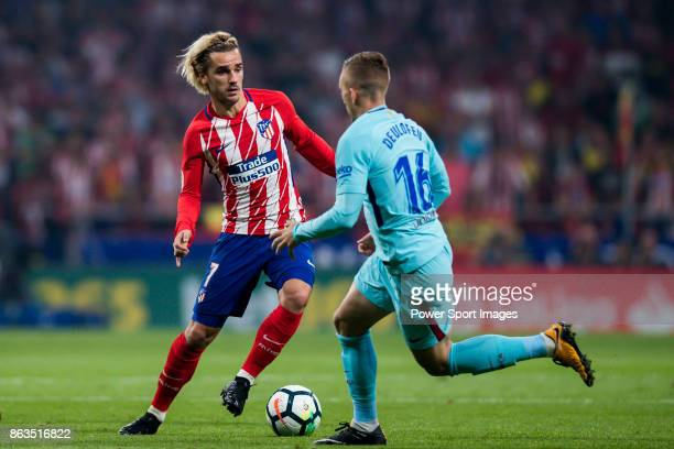 Antoine Griezmann of Atletico de Madrid fights for the ball with Gerard Deulofeu Lazaro of FC Barcelona during the La Liga 201718 match between...