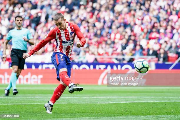Antoine Griezmann of Atletico de Madrid in action during the La Liga 201718 match between Atletico de Madrid and Levante UD at Wanda Metropolitano on...