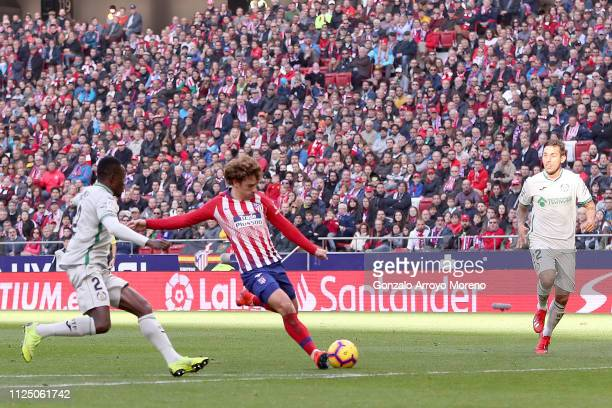 Antoine Griezmann of Atletico de Madrid scores his team's first goal during the La Liga match between Club Atletico de Madrid and Getafe CF at Wanda...