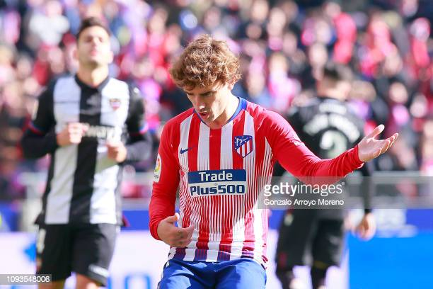 Antoine Griezmann of Atletico Madrid celebrates after scoring his team's first goal from the penalty spot during the La Liga match between Club...