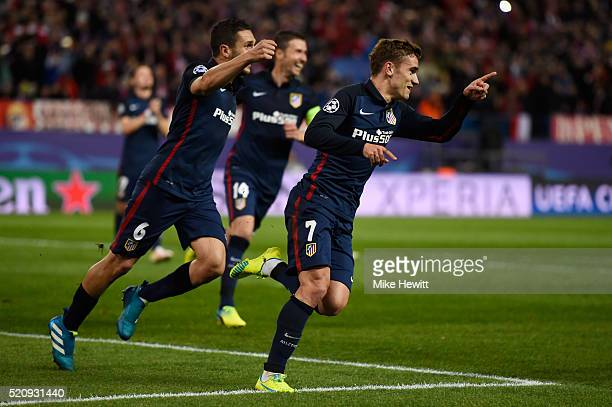 Antoine Griezmann of Atletico Madrid celebrates scoring his penalty with team mates for his team's second goal during the UEFA Champions League...