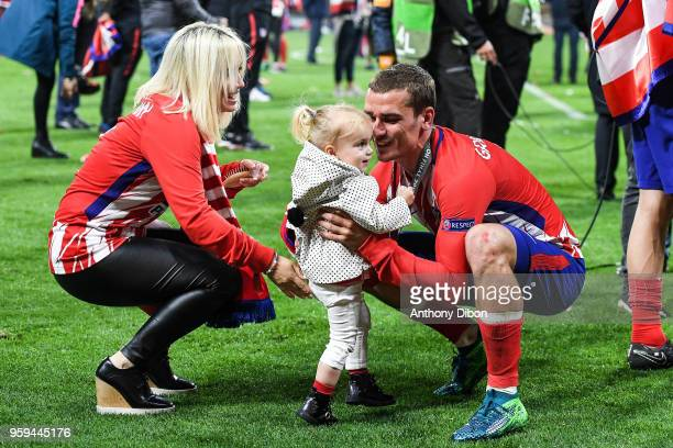 Antoine Griezmann of Atletico Madrid celebrates with his wife and his daughter during the Europa League Final match between Marseille and Atletico...