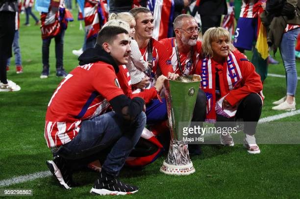 Antoine Griezmann of Atletico Madrid celebrates with the trophy and family following the UEFA Europa League Final between Olympique de Marseille and...