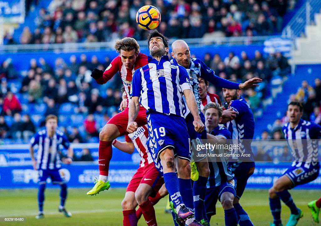 Antoine Griezmann of Atletico Madrid duels for the ball with Manuel Garcia and Gaizka Toquero of Deportivo Alaves during the La Liga match between Deportivo Alaves and Atletico Madrid at Mendizorroza stadium on January 28, 2017 in Vitoria-Gasteiz, Spain.
