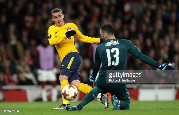 Antoine Griezmann of Atletico Madrid goes past David Ospina of Arsenal to score his sides first goal during the UEFA Europa League Semi Final leg one...