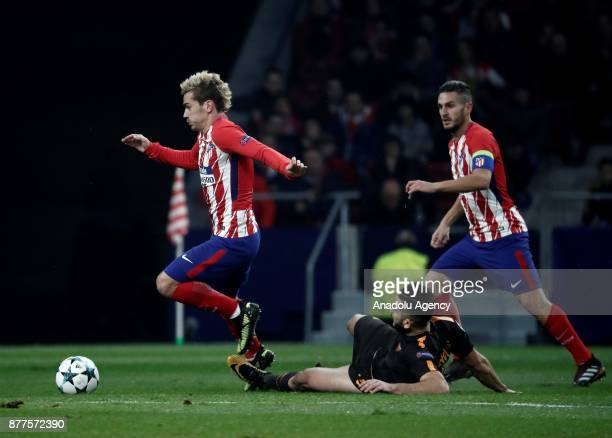 Antoine Griezmann of Atletico Madrid in action against Kostas Manolas of AS Roma during the UEFA Champions League Group C match between Atletico...