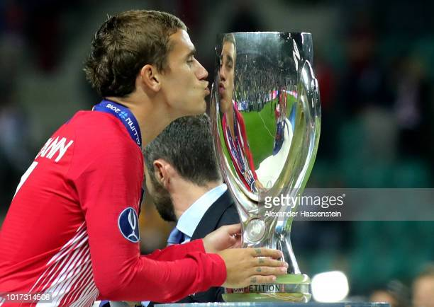 Antoine Griezmann of Atletico Madrid kisses the trophy during the UEFA Super Cup between Real Madrid and Atletico Madrid at Lillekula Stadium on...