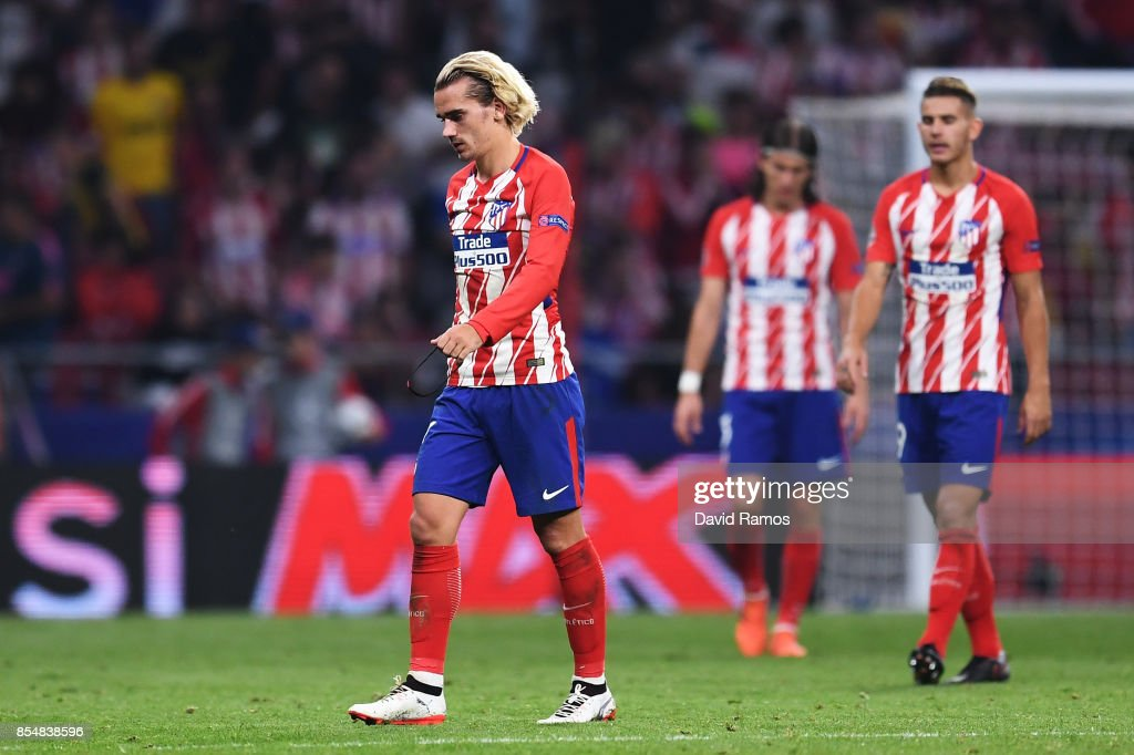 Antoine Griezmann of Atletico Madrid looks dejected following defeat after the UEFA Champions League group C match between Atletico Madrid and Chelsea FC at Estadio Wanda Metropolitano on September 27, 2017 in Madrid, Spain.