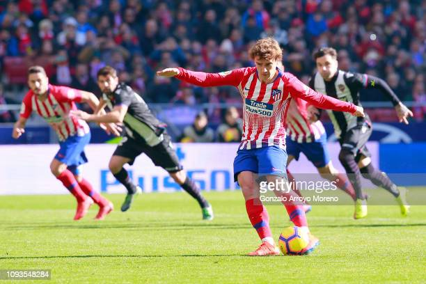 Antoine Griezmann of Atletico Madrid scores his team's first goal from the penalty spot during the La Liga match between Club Atletico de Madrid and...