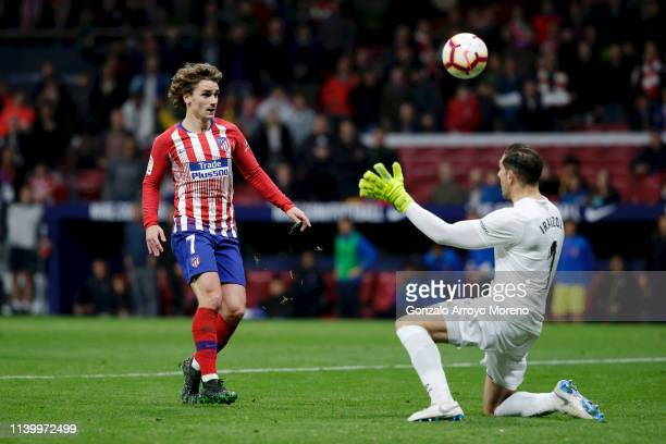 Antoine Griezmann of Atletico Madrid scores his team's second goal past Gorka Iraizoz of Girona during the La Liga match between Club Atletico de...