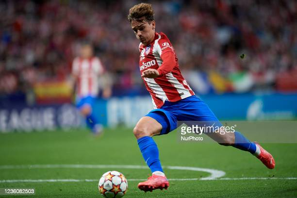 Antoine Griezmann of Atletico Madrid shooting to goal during the UEFA Champions League group B match between Atletico Madrid and Liverpool FC at...