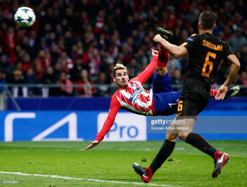 Antoine Griezmann of Atletico Madrid volleys to score his team's opening goal during the UEFA Champions League group C match between Atletico Madrid and AS Roma at Wanda Metropolitano on November 22, 2017 in Madrid, Spain.