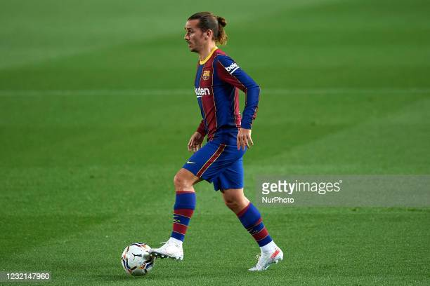 Antoine Griezmann of Barcelona controls the ball during the La Liga Santander match between FC Barcelona and Real Valladolid CF at Camp Nou on April...