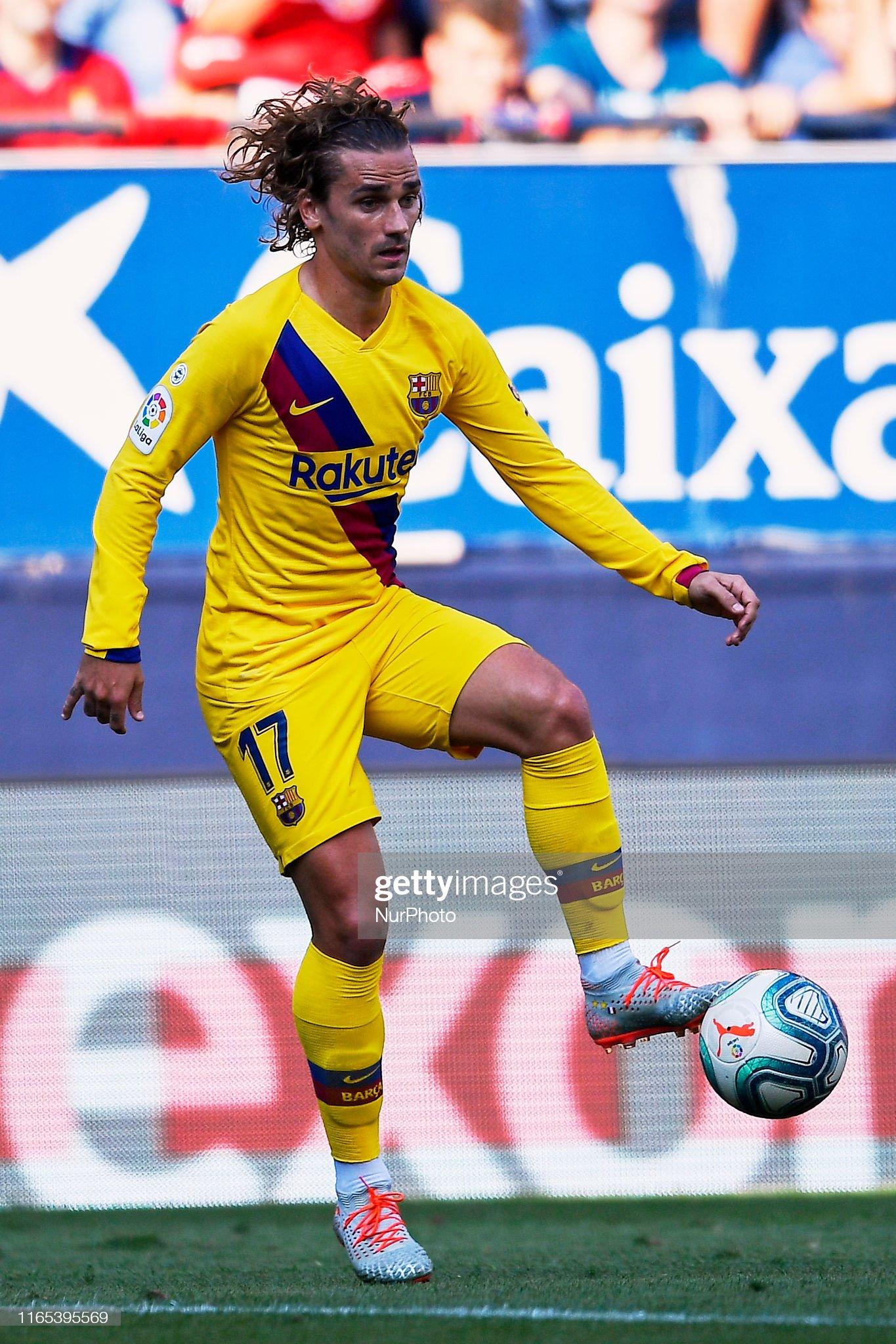 صور مباراة : أوساسونا - برشلونة 2-2 ( 31-08-2019 )  Antoine-griezmann-of-barcelona-controls-the-ball-during-the-liga-ca-picture-id1165395569?s=2048x2048
