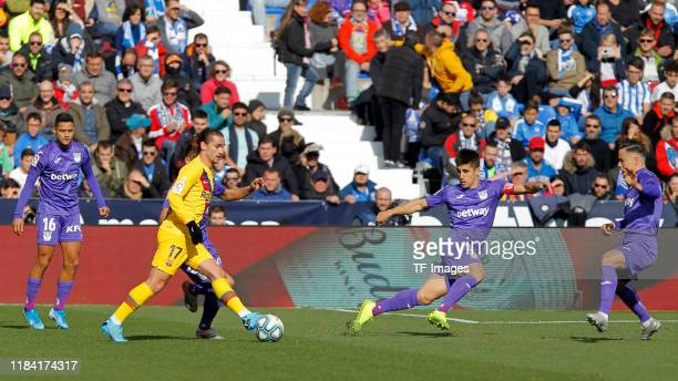 Antoine Griezmann of Barcelona controls the ball during the Liga match between CD Leganes and FC Barcelona at Estadio Municipal de Butarque on...