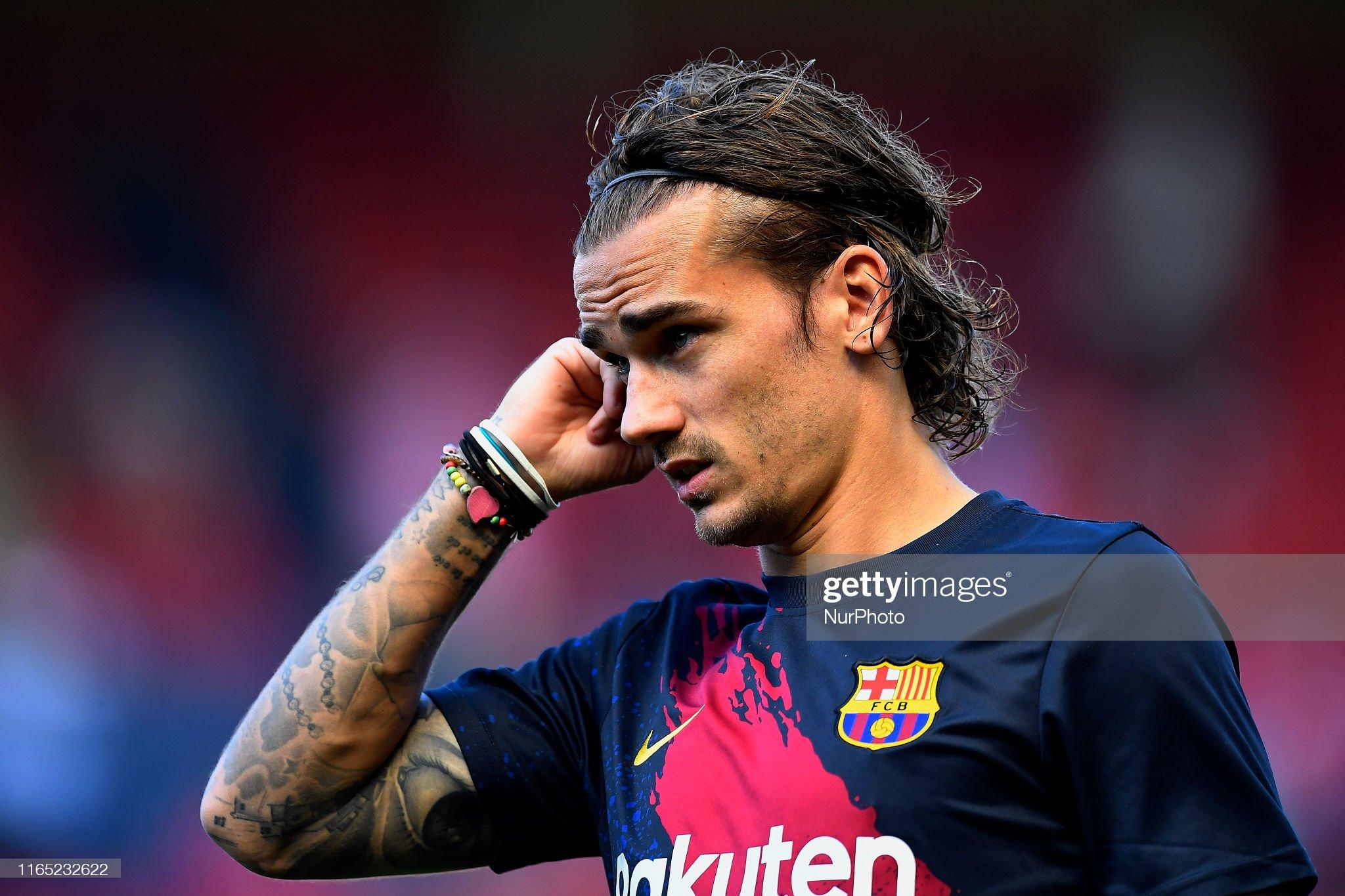 صور مباراة : أوساسونا - برشلونة 2-2 ( 31-08-2019 )  Antoine-griezmann-of-barcelona-during-the-warmup-before-the-liga-ca-picture-id1165232622?s=2048x2048