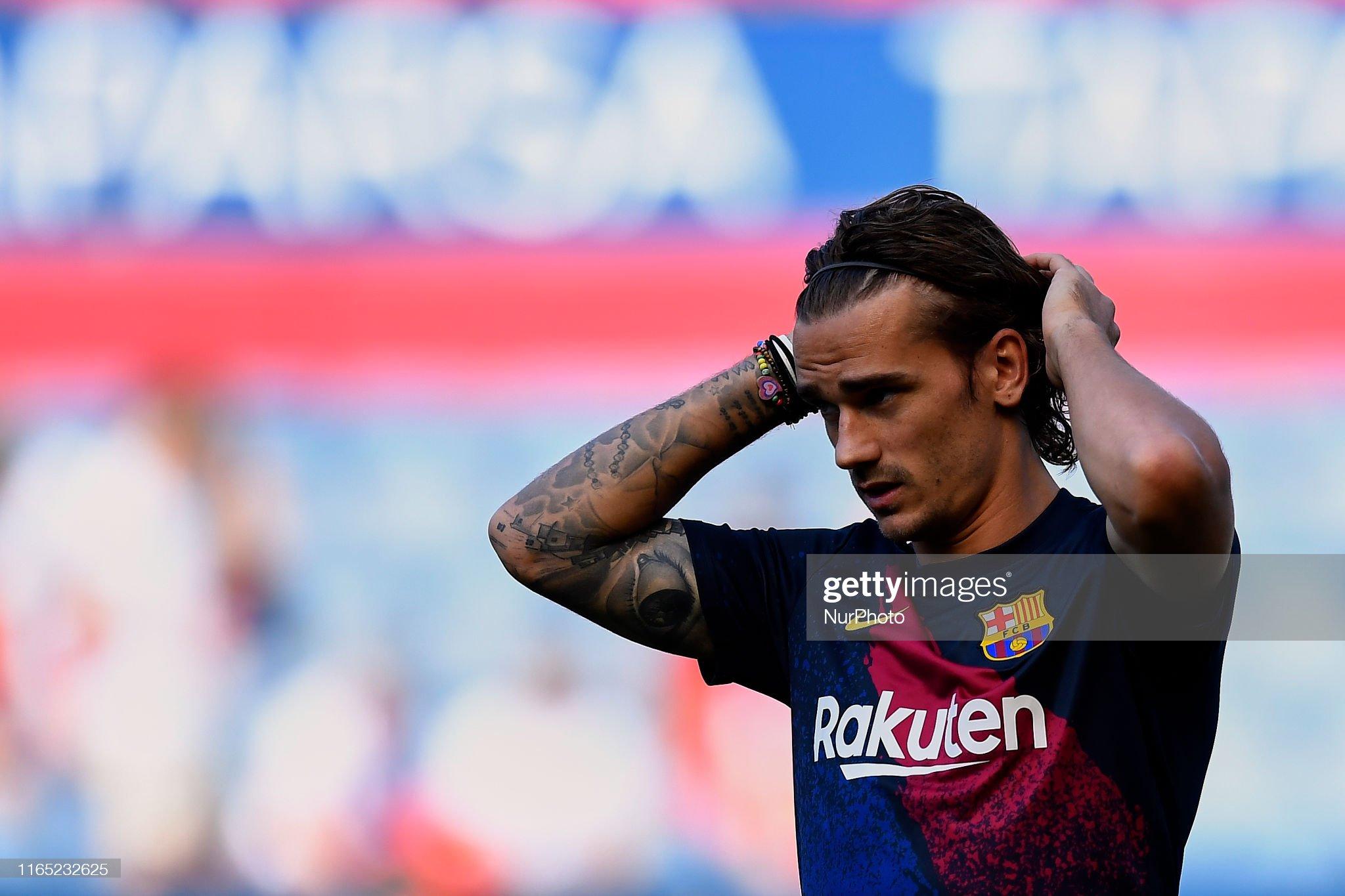 صور مباراة : أوساسونا - برشلونة 2-2 ( 31-08-2019 )  Antoine-griezmann-of-barcelona-during-the-warmup-before-the-liga-ca-picture-id1165232625?s=2048x2048