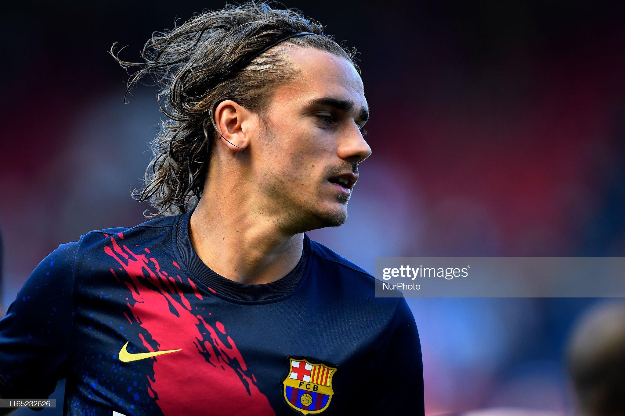 صور مباراة : أوساسونا - برشلونة 2-2 ( 31-08-2019 )  Antoine-griezmann-of-barcelona-during-the-warmup-before-the-liga-ca-picture-id1165232626?s=2048x2048