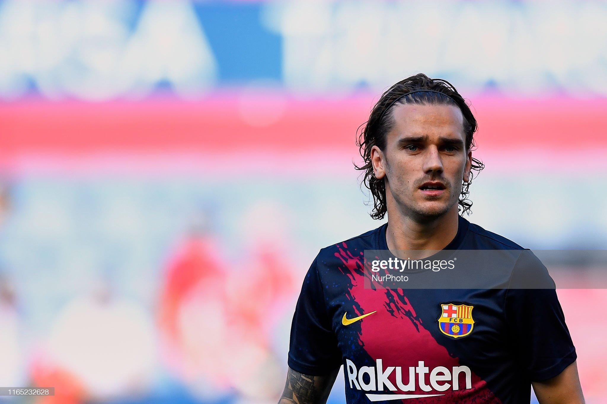 صور مباراة : أوساسونا - برشلونة 2-2 ( 31-08-2019 )  Antoine-griezmann-of-barcelona-during-the-warmup-before-the-liga-ca-picture-id1165232628?s=2048x2048