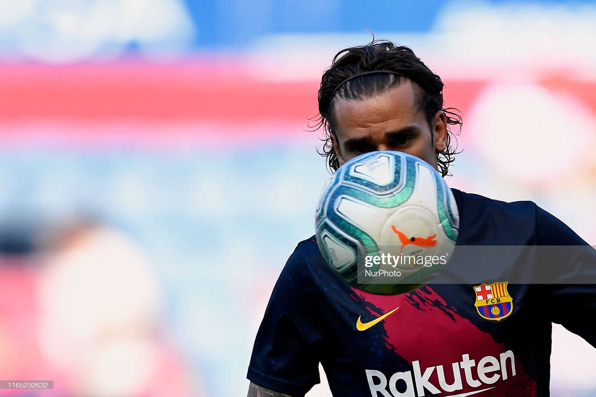 صور مباراة : أوساسونا - برشلونة 2-2 ( 31-08-2019 )  Antoine-griezmann-of-barcelona-during-the-warmup-before-the-liga-ca-picture-id1165232632?s=2048x2048