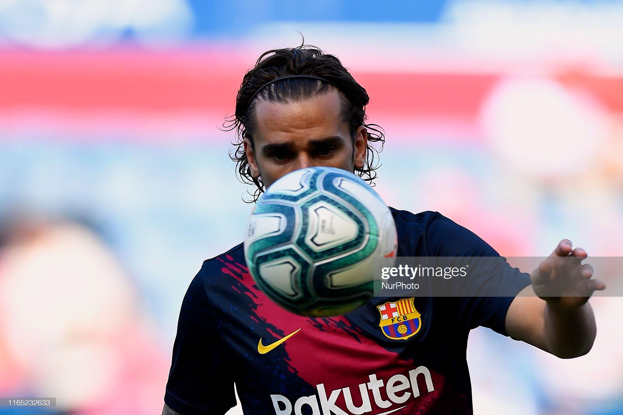 صور مباراة : أوساسونا - برشلونة 2-2 ( 31-08-2019 )  Antoine-griezmann-of-barcelona-during-the-warmup-before-the-liga-ca-picture-id1165232633?s=2048x2048