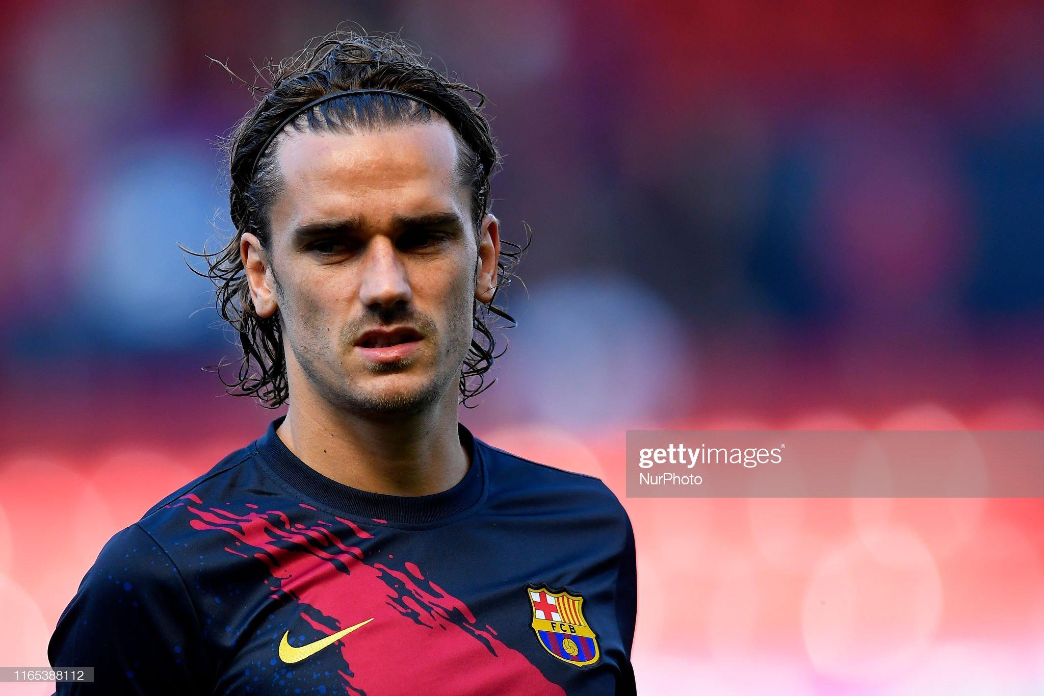 صور مباراة : أوساسونا - برشلونة 2-2 ( 31-08-2019 )  Antoine-griezmann-of-barcelona-during-the-warmup-before-the-liga-ca-picture-id1165388112?s=2048x2048