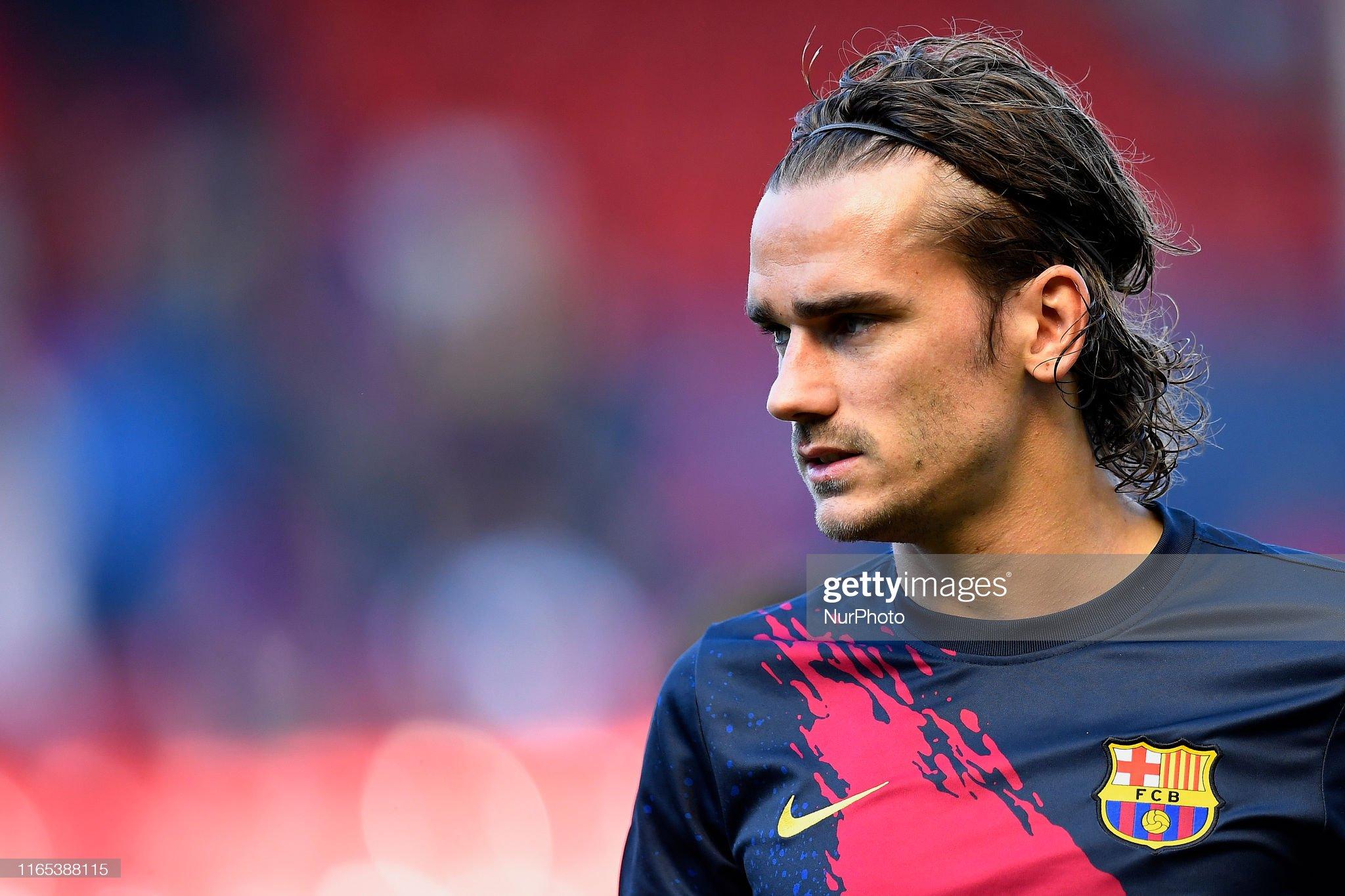 صور مباراة : أوساسونا - برشلونة 2-2 ( 31-08-2019 )  Antoine-griezmann-of-barcelona-during-the-warmup-before-the-liga-ca-picture-id1165388115?s=2048x2048