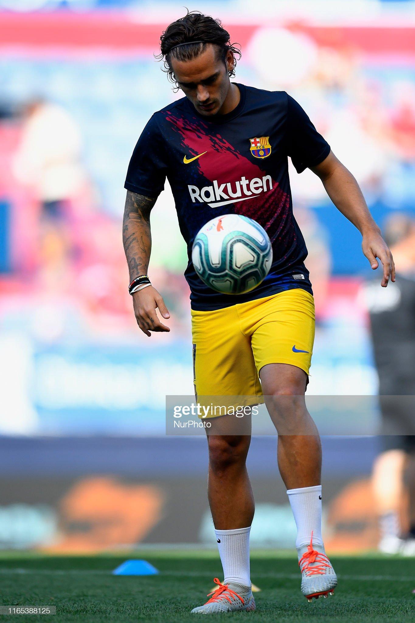 صور مباراة : أوساسونا - برشلونة 2-2 ( 31-08-2019 )  Antoine-griezmann-of-barcelona-during-the-warmup-before-the-liga-ca-picture-id1165388125?s=2048x2048
