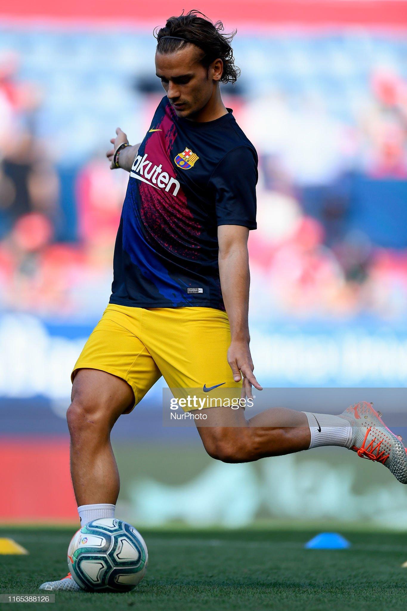 صور مباراة : أوساسونا - برشلونة 2-2 ( 31-08-2019 )  Antoine-griezmann-of-barcelona-during-the-warmup-before-the-liga-ca-picture-id1165388126?s=2048x2048