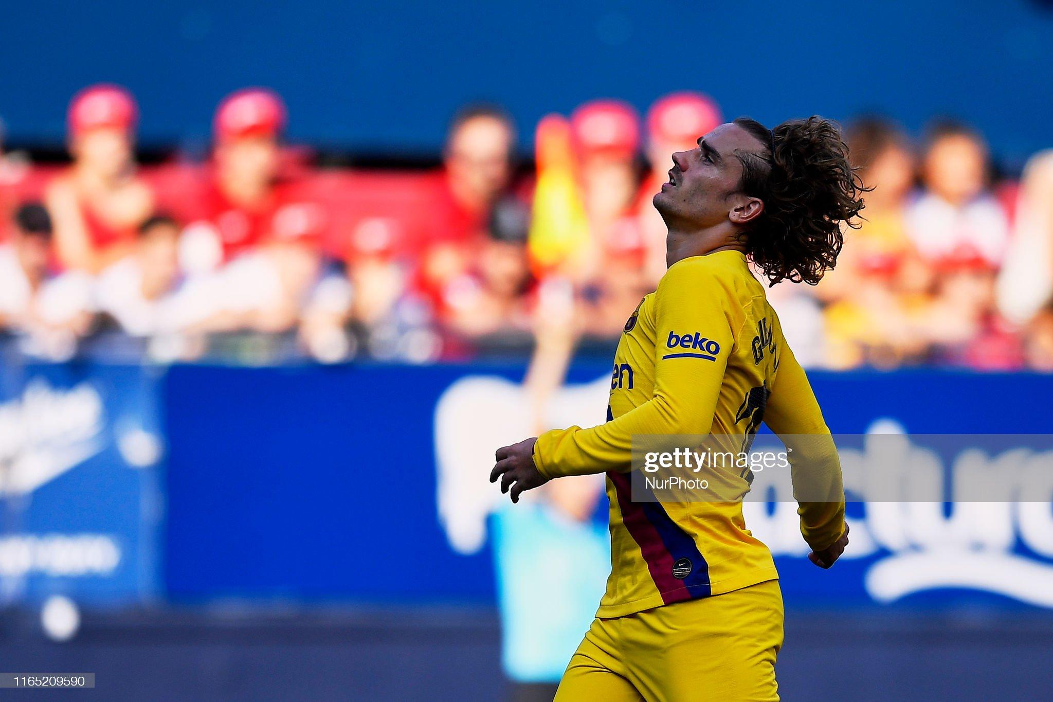 صور مباراة : أوساسونا - برشلونة 2-2 ( 31-08-2019 )  Antoine-griezmann-of-barcelona-lament-a-failed-occasion-during-the-picture-id1165209590?s=2048x2048