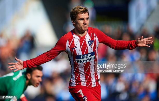 Antoine Griezmann of Club Atletico de Madrid celebrates after scoring during the La Liga match between Malaga and Atletico Madrid at Estadio La...