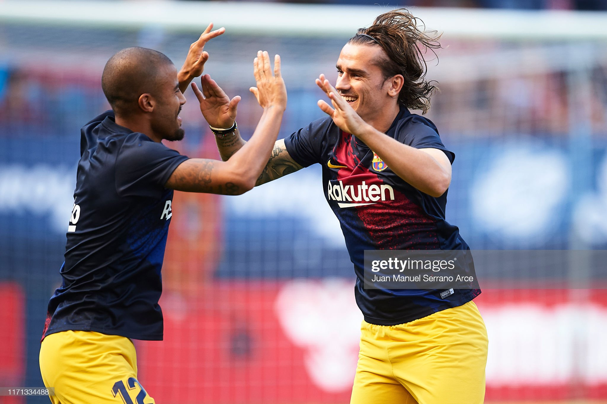 صور مباراة : أوساسونا - برشلونة 2-2 ( 31-08-2019 )  Antoine-griezmann-of-fc-barcelona-and-rafinha-alcantara-of-fc-laugh-picture-id1171334488?s=2048x2048
