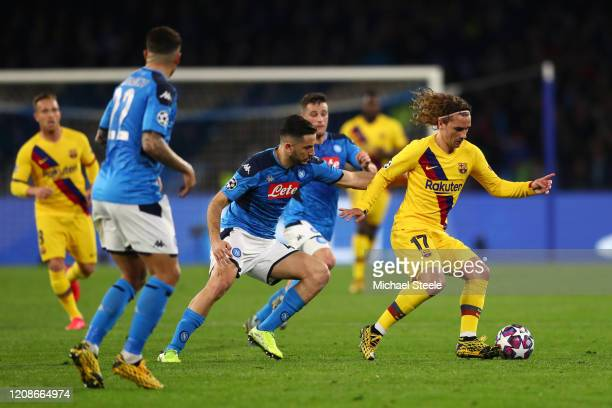 Antoine Griezmann of FC Barcelona battles for possession with Konstantinos Manolas of SSC Napoli during the UEFA Champions League round of 16 first...