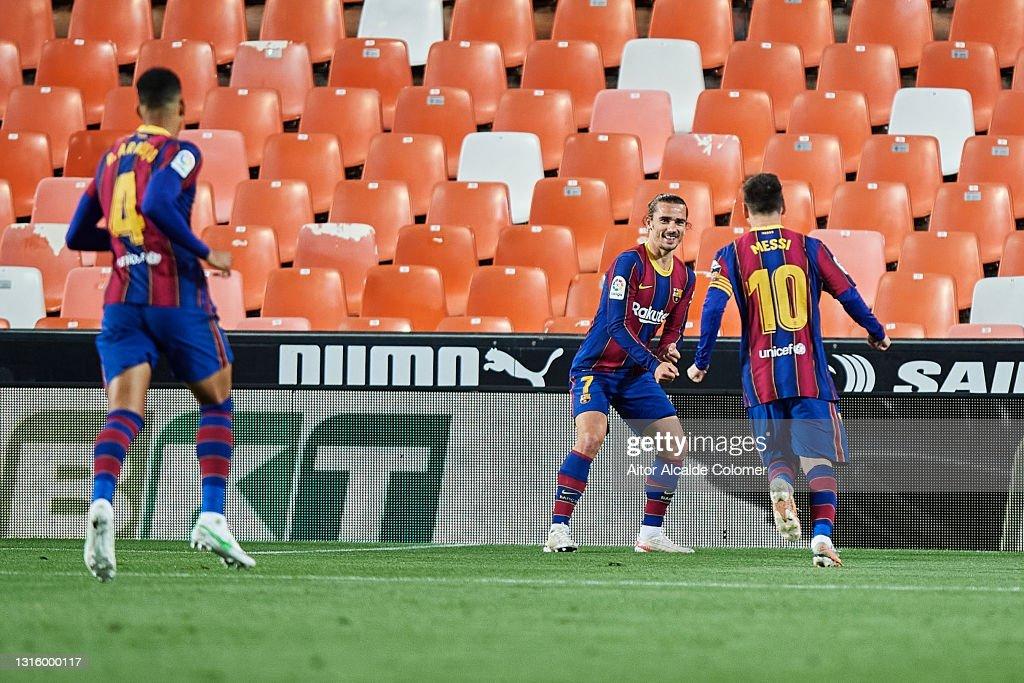 Valencia CF v FC Barcelona - La Liga Santander : News Photo