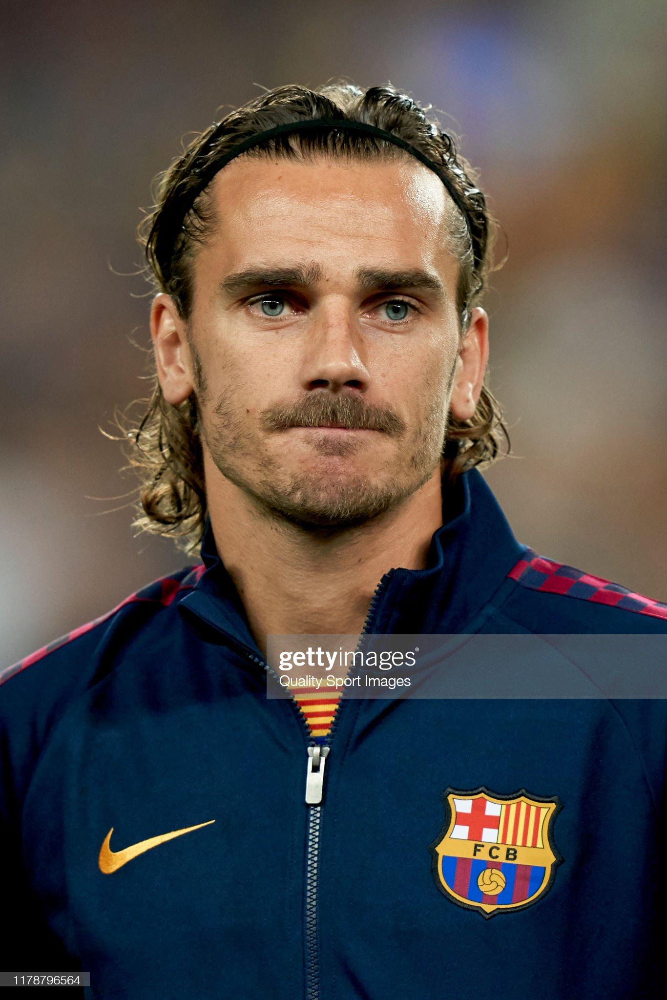 صور مباراة : برشلونة - إنتر 2-1 ( 02-10-2019 )  Antoine-griezmann-of-fc-barcelona-competes-for-the-ball-with-xxxxx-of-picture-id1178796564?s=2048x2048