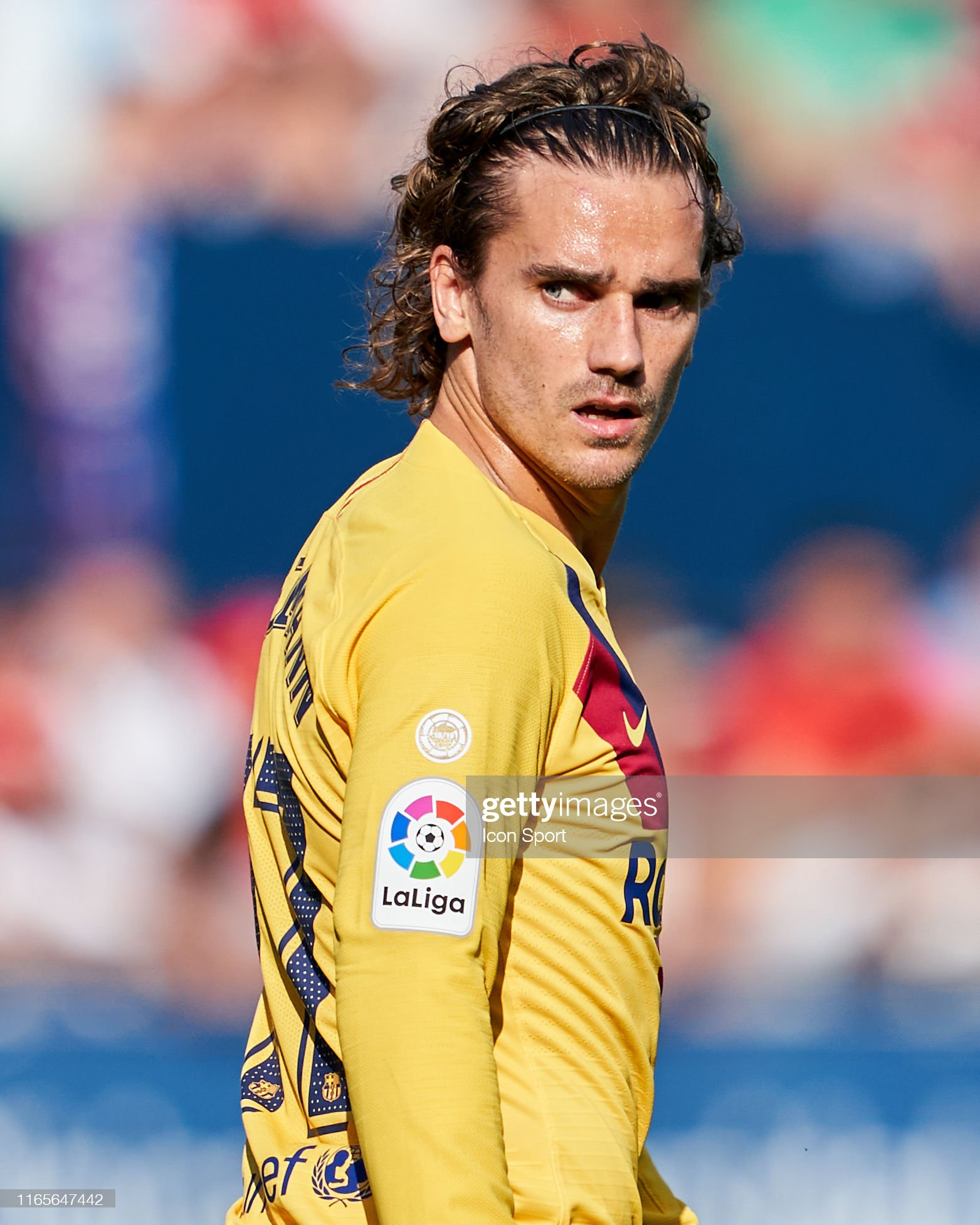 صور مباراة : أوساسونا - برشلونة 2-2 ( 31-08-2019 )  Antoine-griezmann-of-fc-barcelona-during-the-liga-match-between-and-picture-id1165647442?s=2048x2048