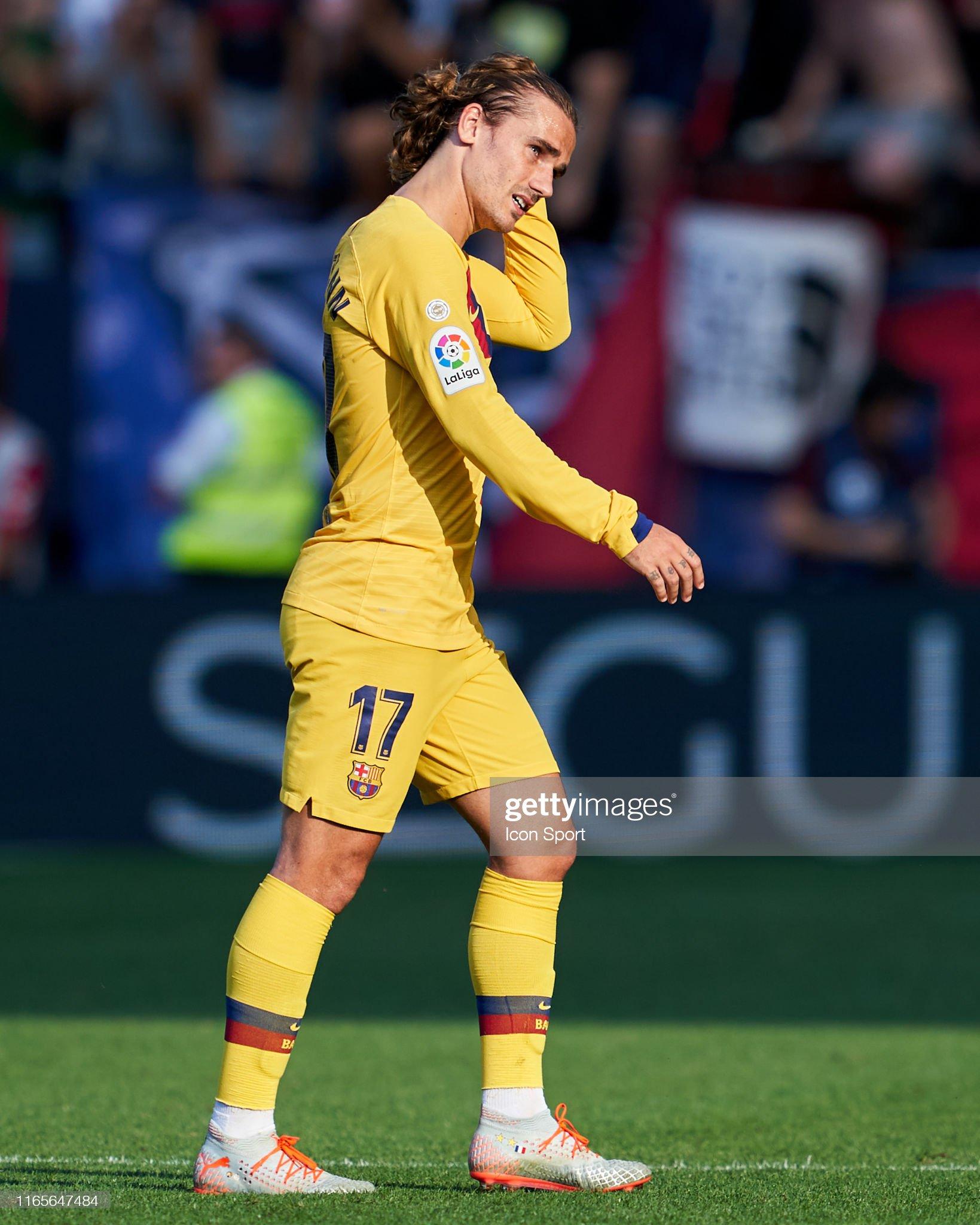صور مباراة : أوساسونا - برشلونة 2-2 ( 31-08-2019 )  Antoine-griezmann-of-fc-barcelona-during-the-liga-match-between-and-picture-id1165647484?s=2048x2048