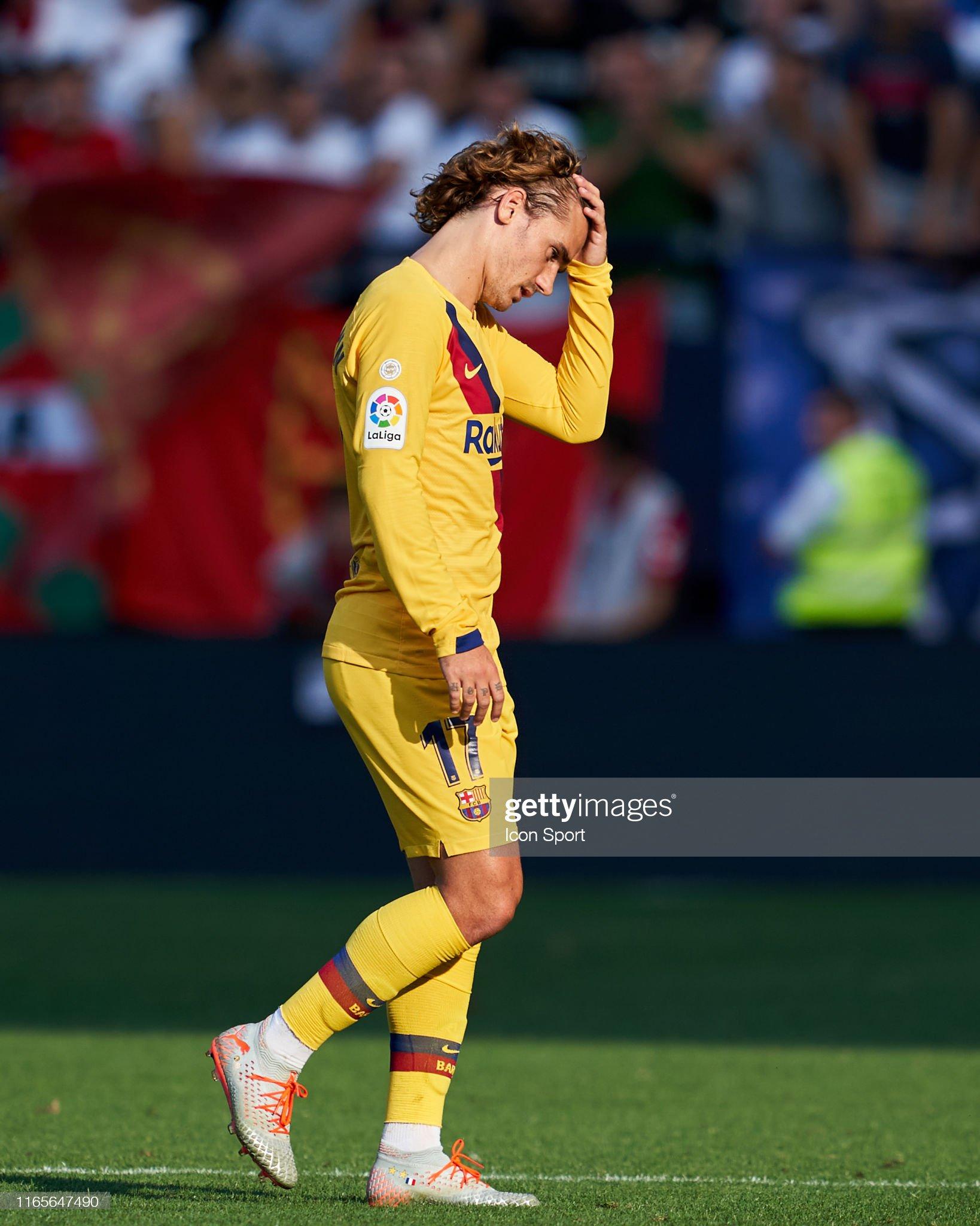 صور مباراة : أوساسونا - برشلونة 2-2 ( 31-08-2019 )  Antoine-griezmann-of-fc-barcelona-during-the-liga-match-between-and-picture-id1165647490?s=2048x2048
