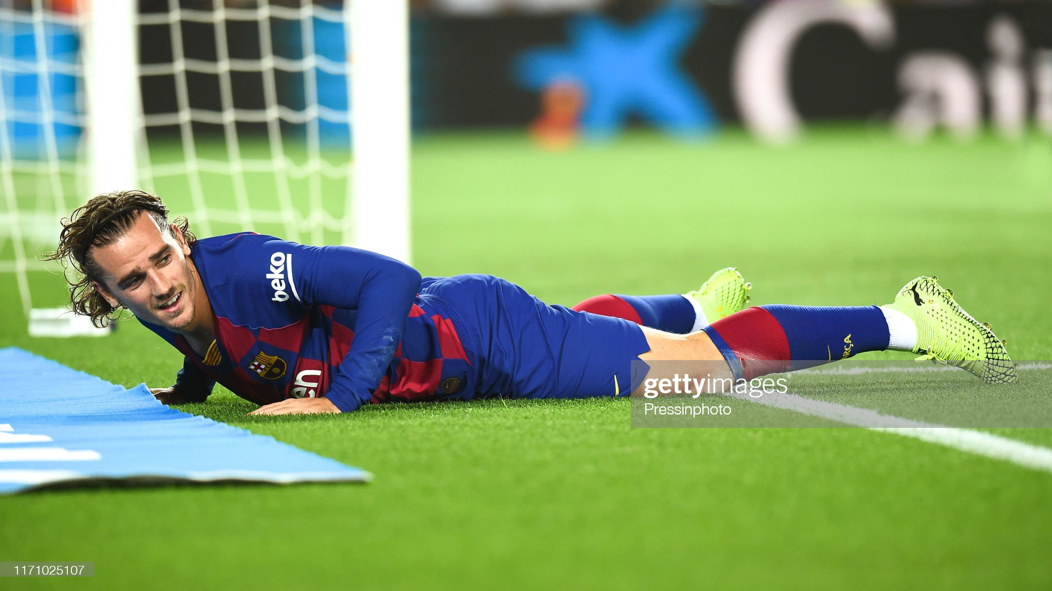 صور مباراة : برشلونة - فياريال 2-1 ( 24-09-2019 )  Antoine-griezmann-of-fc-barcelona-during-the-liga-match-between-and-picture-id1171025107?s=2048x2048