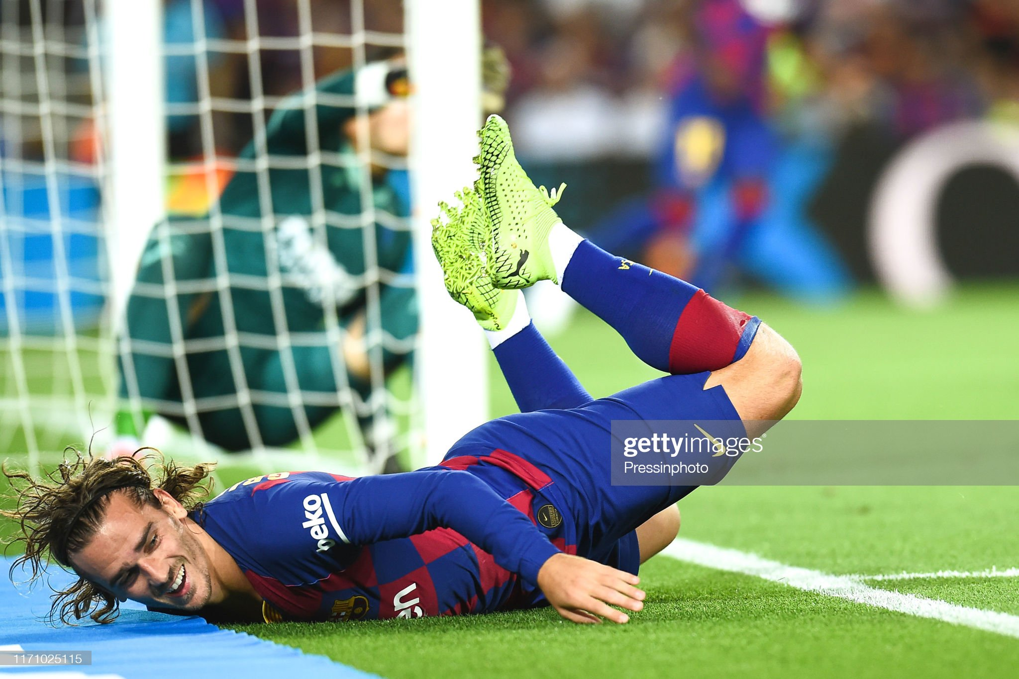 صور مباراة : برشلونة - فياريال 2-1 ( 24-09-2019 )  Antoine-griezmann-of-fc-barcelona-during-the-liga-match-between-and-picture-id1171025115?s=2048x2048